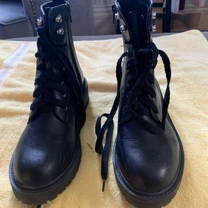 One pair of black army boots